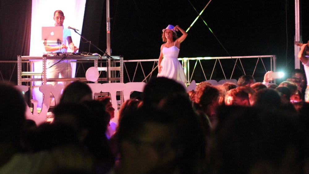 Un momento de la fiesta con DJ KIke Sastre (Fotos: Jaume Fiol / deportesmenorca.com)