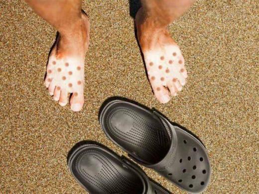 Imagen de los pies de un turista.