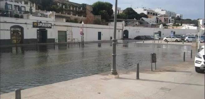 """Imagen de una """"rissaga"""" en el puerto de Ciutadella"""