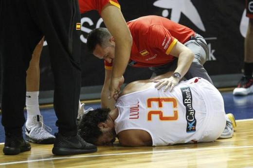 Llull, en el suelo tras lesionarse.