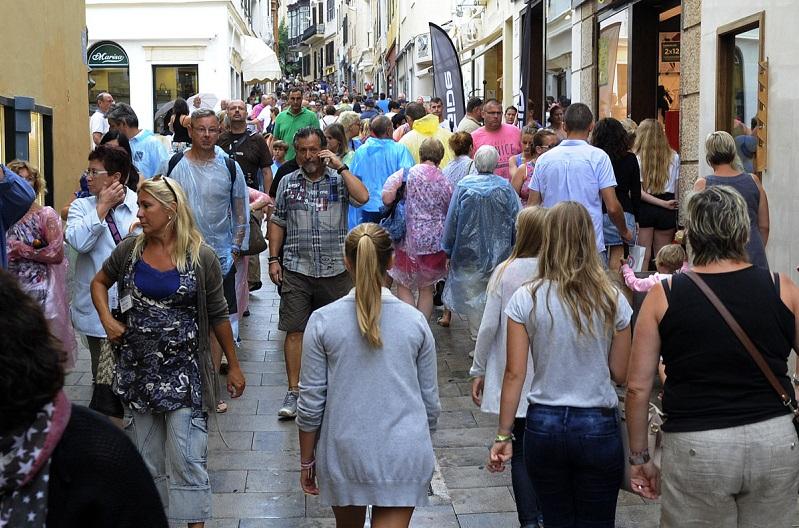 el centro de mao lleno de turistas