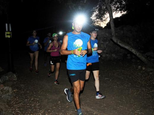 Sant Lluís sale a correr bajo la luz de la luna