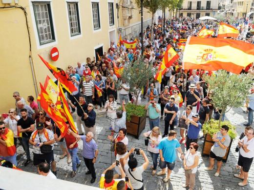 (Fotos) Centenares de personas se manifiestan en Menorca por la unidad de España