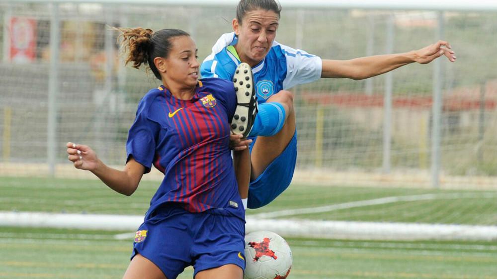 Clara trata de frenar un avance rival (Fotos: Tolo Mercadal)