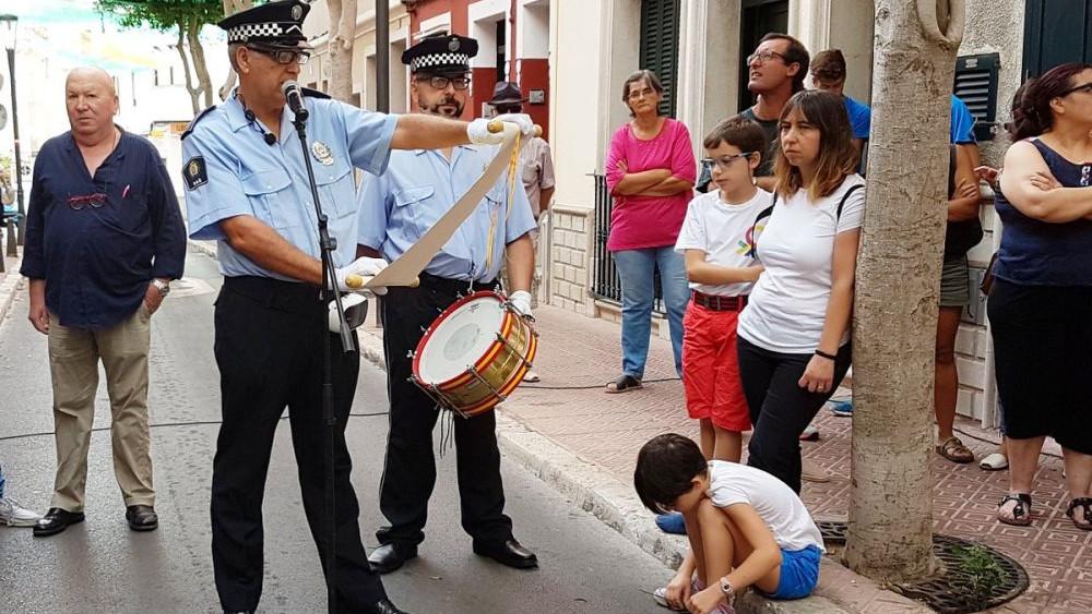 Imagen del pregonero popular (Fotos: Ajuntament de Maó)