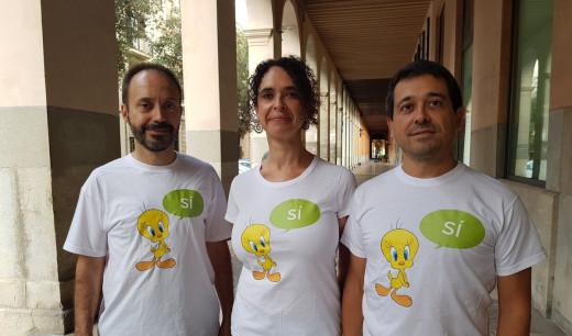 Los tres diputados, con las camisetas (Foto: Més per Menorca)