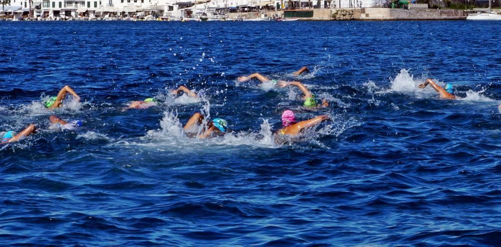 Los nadadores, en un momento de la prueba (Fotos: Ferrán Herrera)