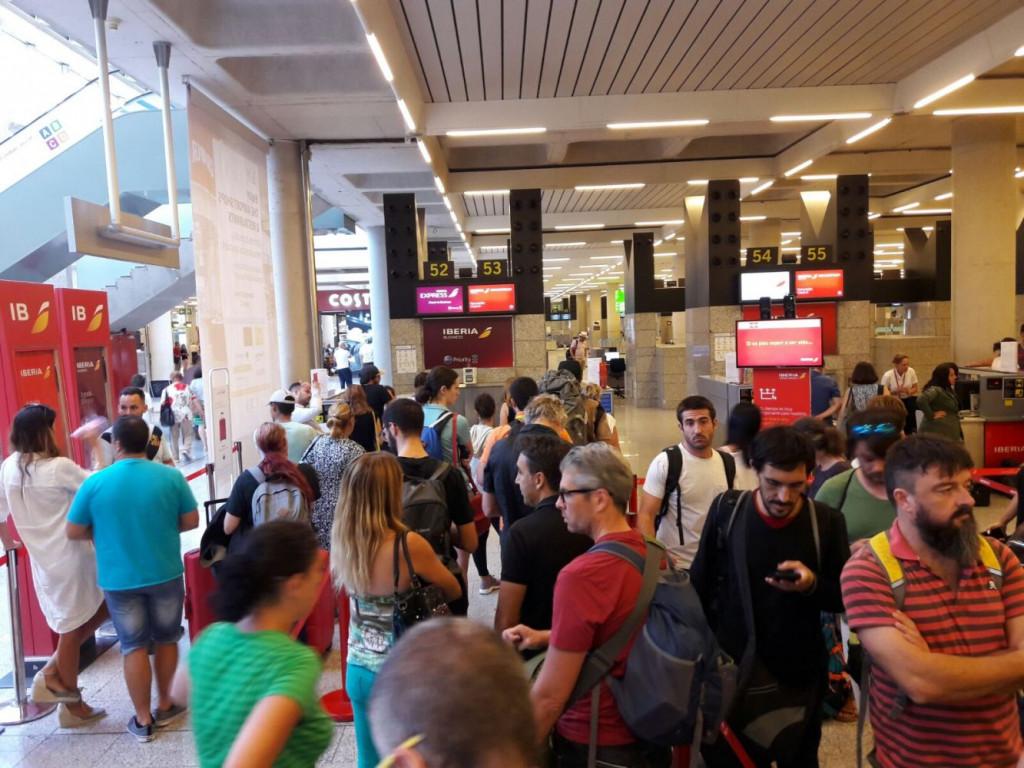 En el acumulado de enero a abril el aeropuerto ha registrado un 1,2 % más de pasajeros que el año pasado.