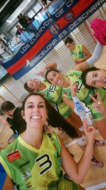 Las jugadoras del Avarca celebran el triunfo (Foto: CV Ciutadella)