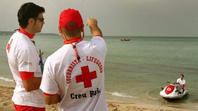 Socorristas de la Creu Roja.