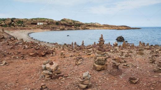 Formación de piedras en una cala de la Isla (Foto: deposiphotos)