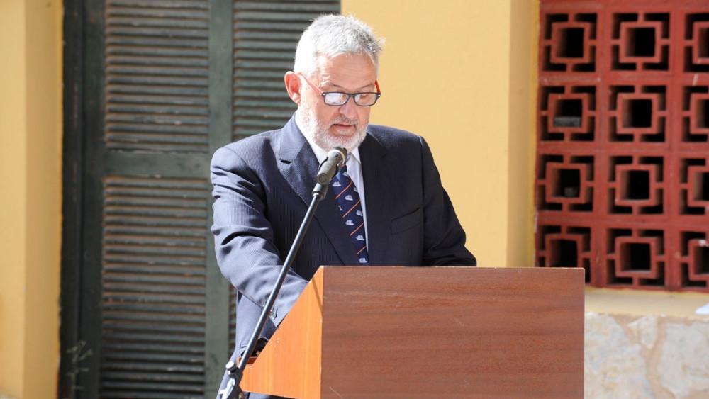 Javier López-Cerón riñó a las instituciones civiles.
