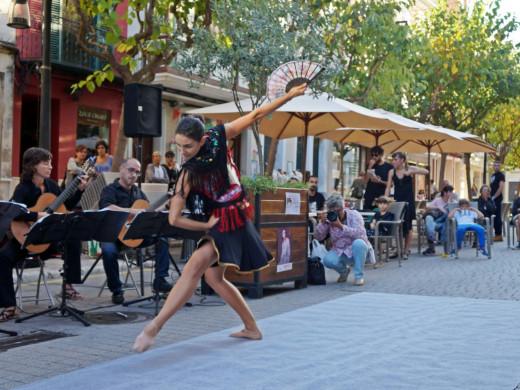 (Galería de fotos) La danza toma Maó con doble objetivo: dinamizar y difundir este arte