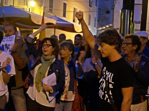 Unas 300 personas se manifiestan en Maó para pedir la libertad de Jordi Cuixart y Jordi Sánchez