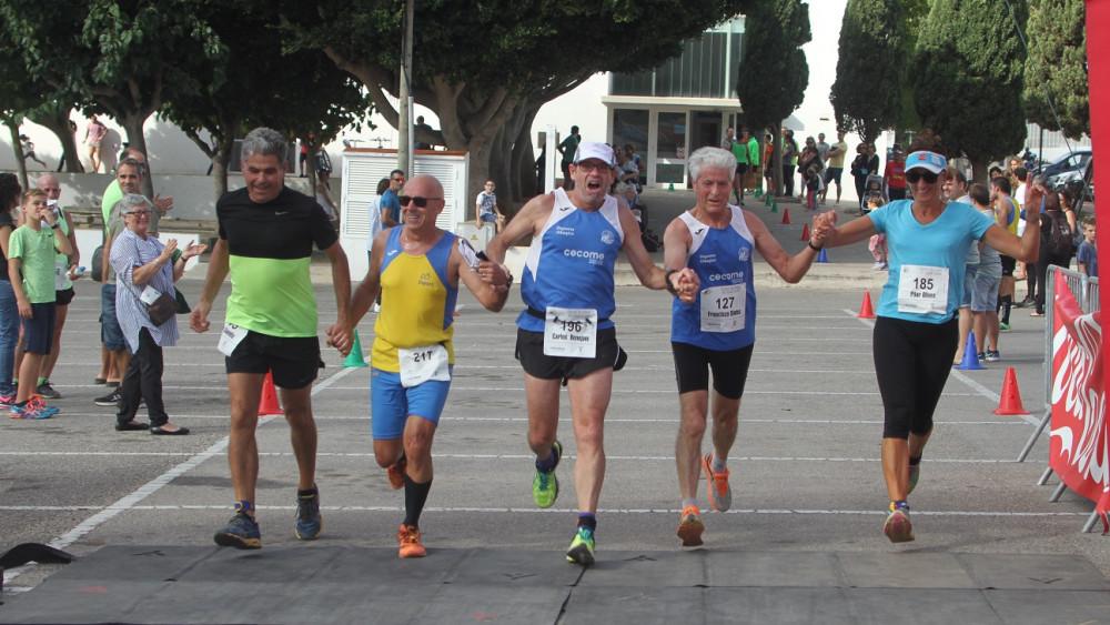 Entrada en meta de varios atletas (Fotos: deportesmenorca.com)