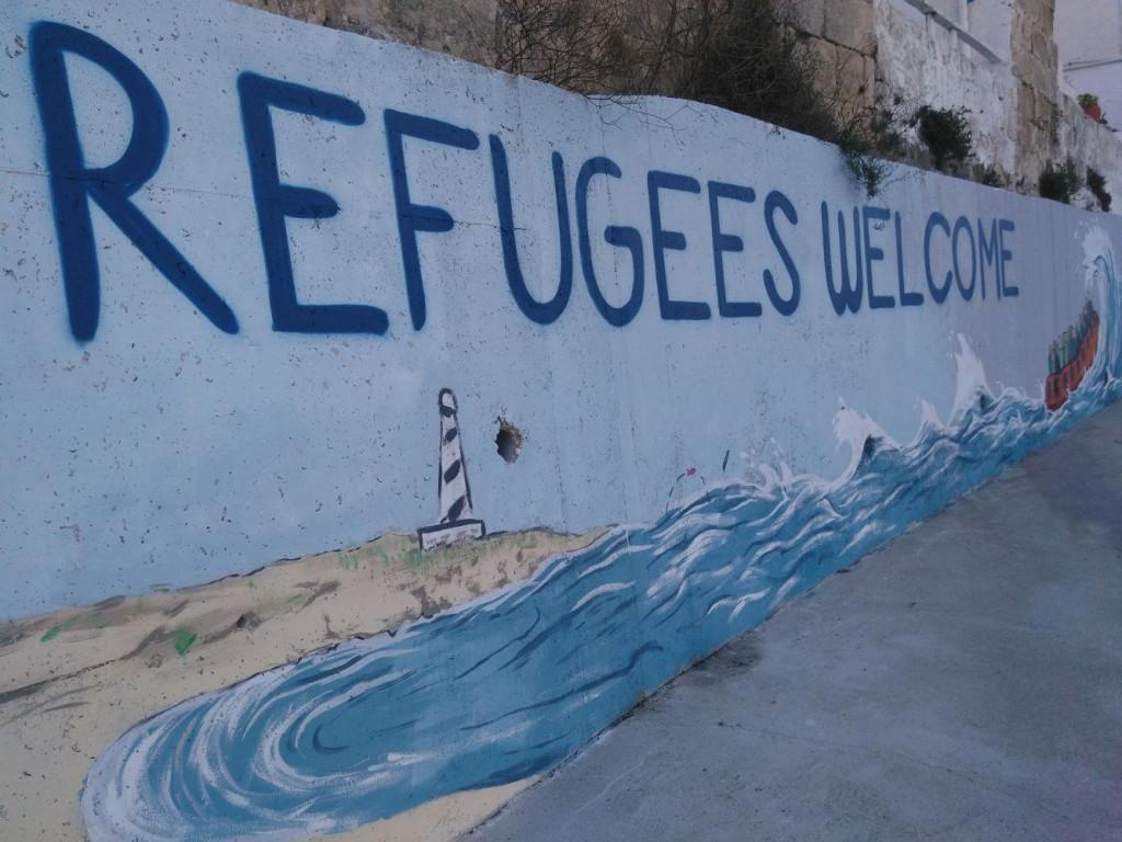 Murales alusivos a los refugiados en Maó