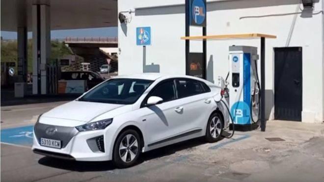 Todos los coches de alquiler deberán ser eléctricos en 2030.