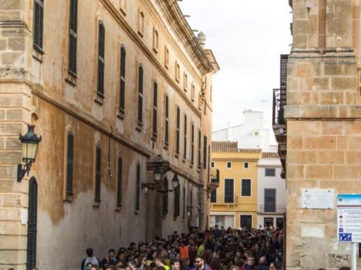 """(Galería de fotos) Los jóvenes de Ciutadella piden """"un mundo mejor"""""""