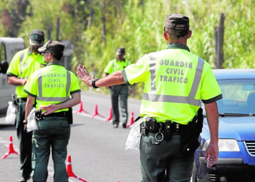 Guardias Civiles de Tráfico.