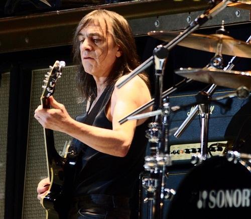 Malcolm Young, en un concierto del año 2010.