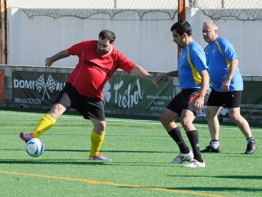 (Galería de fotos) Goles y solidaridad en Es Castell