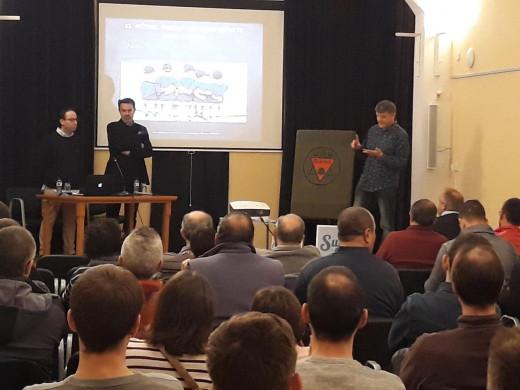 Vicente Martínez y Abel Resino, en la presentación de la conferencia (Foto: Paco Escamilla)