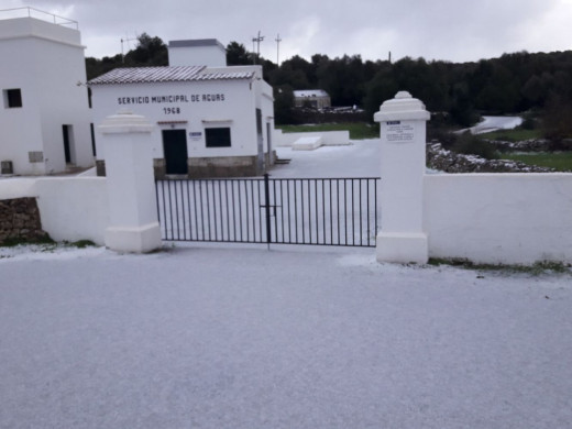 (Vídeo y galería de fotos) La nieve llega a Menorca