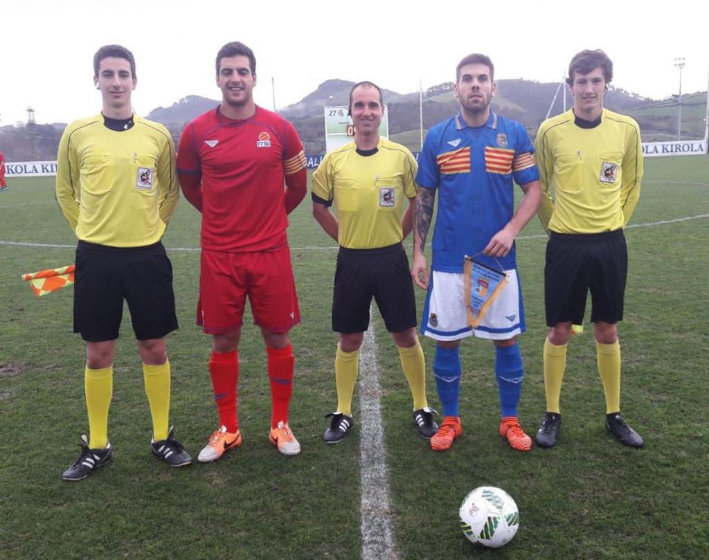Trío de capitanes antes del partido (Foto: futbolbalear.es)