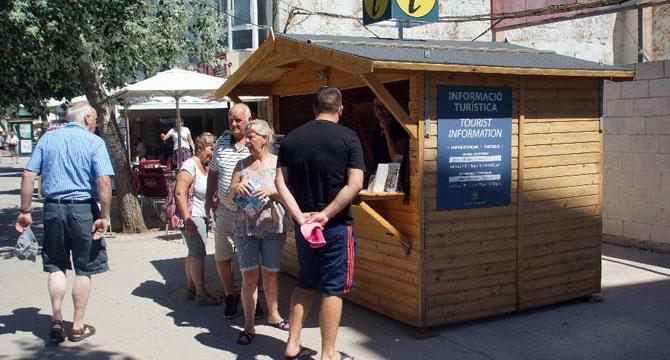 Las oficinas de turismo atienden a los turistas que visitan la isla