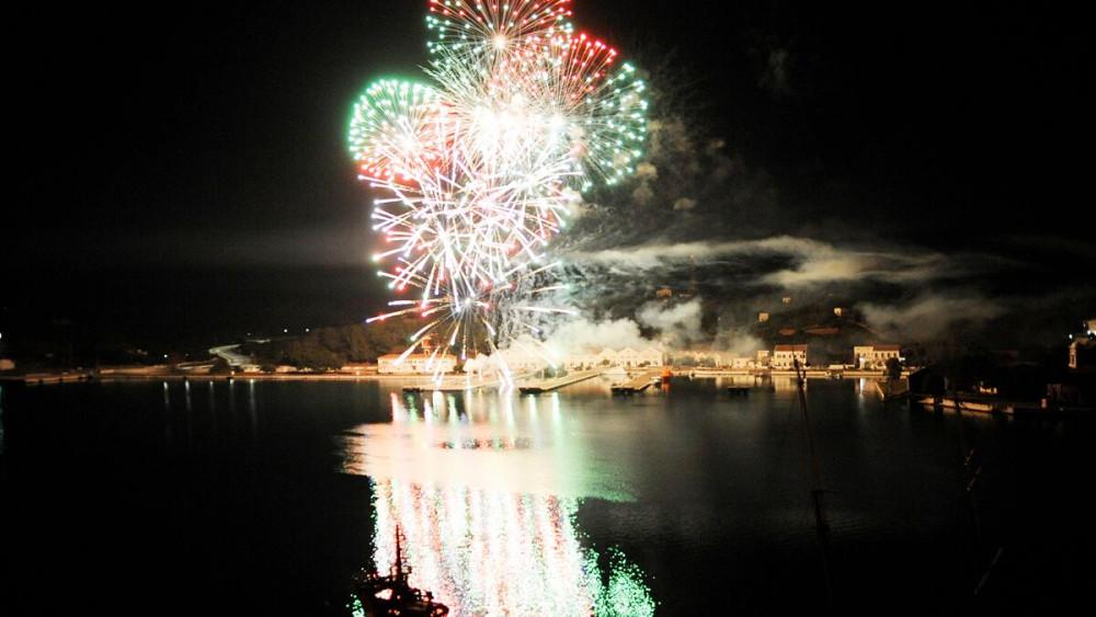 Imagen de los fuegos artificiales (Fotos: Tolo Mercadal)