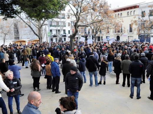 (Fotos) 1.500 personas salen a la calle contra el decreto del catalán en la sanidad