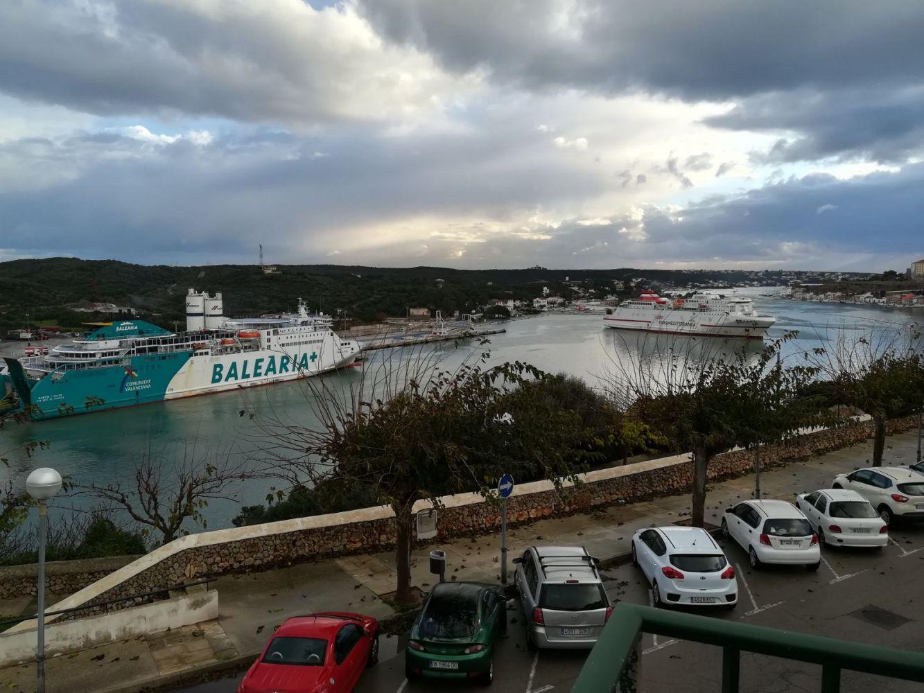 Los buques que iban a Ciutadella tuvieron que atracar en Llevant.