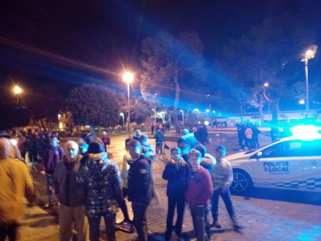 El incidente ha generado un gran revuelo en la plaza (Foto: Cadena Ser Menorca)