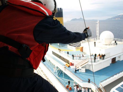 Imagen de un rescate de Salvamento Marítimo.