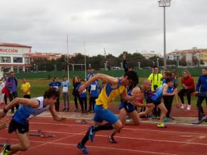 Inicio de la carrera de los 60 metros masculinos.