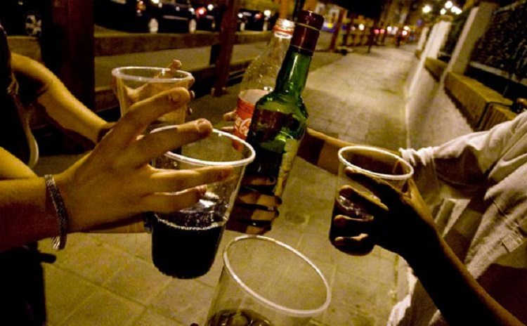 Alcohol y drogas.