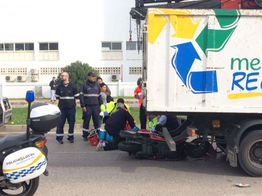 Accidentado un motorista frente al Polideportivo de Mahón