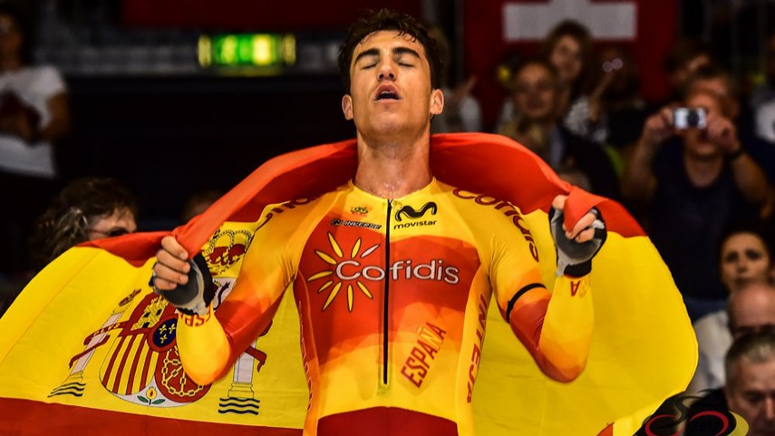 Albert Torres, tras un triunfo con la bandera española.