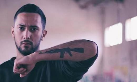 El rapero mallorquín se encuentra huido de la Justicia Española desde hace unas semanas.