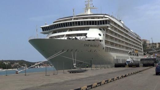 Un crucero en el puerto de Maó (Foto: Tolo Mercadal)