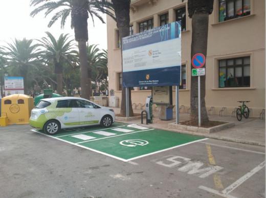 Punto de recarga eléctrica en Ciutadella