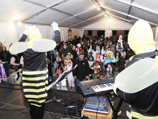 (Fotos) Ni el mal tiempo puede con el carnaval infantil