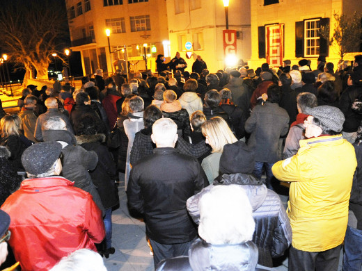 (Fotos) 200 personas se concentran en Maó para pedir mejores pensiones
