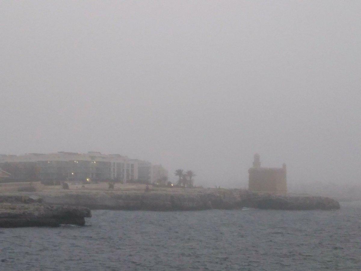El Castell de Sant Nicolau ofrecía esta imagen por la niebla.