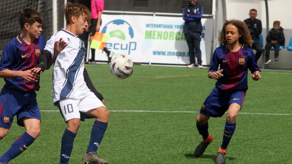 Acción del partido de cuartos entre el Atalaya y el Barça (Fotos: deportesmenorca.com)
