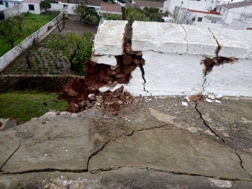 (Fotos) Cae el muro norte del aljibe de Es Mercadal