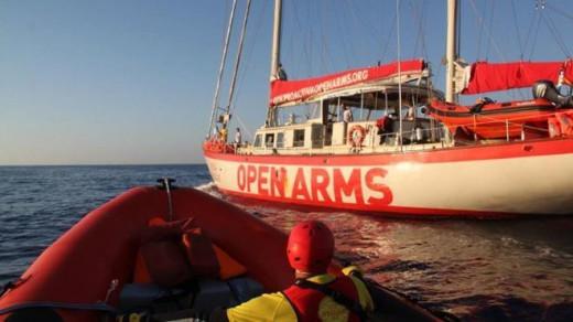 El barco de Open Arms lleva 18 días sin atracar en un puerto
