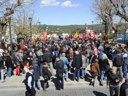 (Fotos) Más  de 1000 personas salen en Maó por unas pensiones dignas