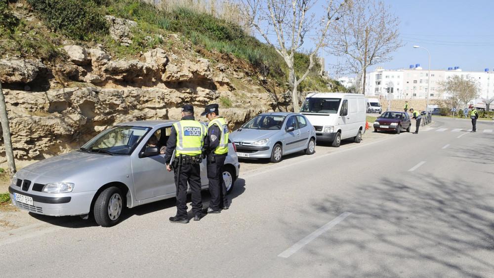 La DGT recuerda que los vehículos deben llevar obligatoriamente, el permiso de circulación y la tarjeta de la ITV