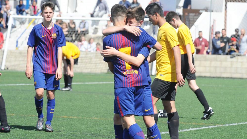 Celebración del 5-0 del Barça ante el Somerset (Fotos: Tolo Mercadal)